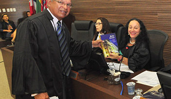 Comissão de Jurisprudência lança nº 49 da Bahia Forense durante sessão plenária