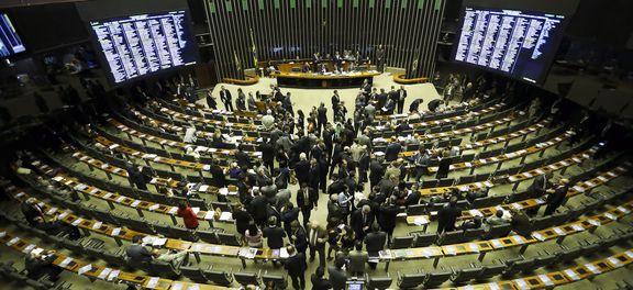 Decreto de intervenção federal exige aprovação parlamentar, mas já está em vigor