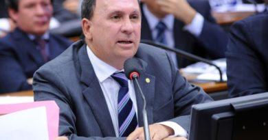 Tucano, João Gualberto acompanha PT e PSOL e vota contra intervenção