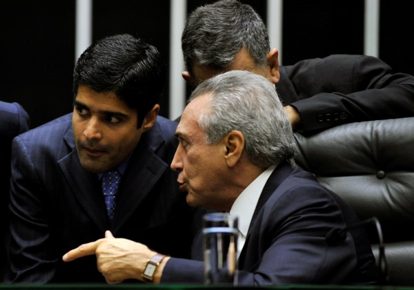 Temer e Neto discutem eleição e negociam permanência do DEM no governo