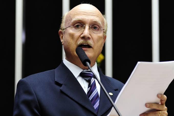 Serraglio reitera que sofreu pressão de Aécio para nomear delegado da PF