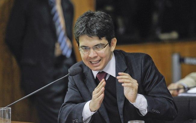 Randolfe Rodrigues, presidente da CPI do HSBC, diz que está sendo procurado por emissários de envolvidos no escândalo
