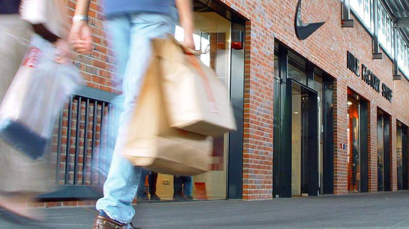 Consumidor com sacolas