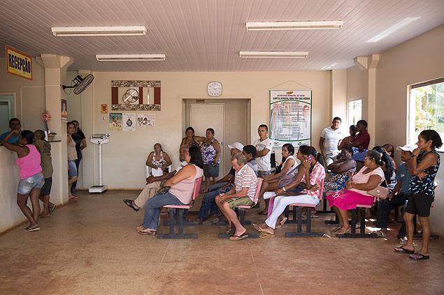 Pacientes aguardam atendimento no hospital municipal de Miranda do Norte (MA)