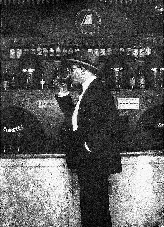 """O poeta Fernando Pessoa, em 1929, em do livro """"Fernando Pessoa - Uma Fotobiografia"""", de Maria José de Lancastre"""