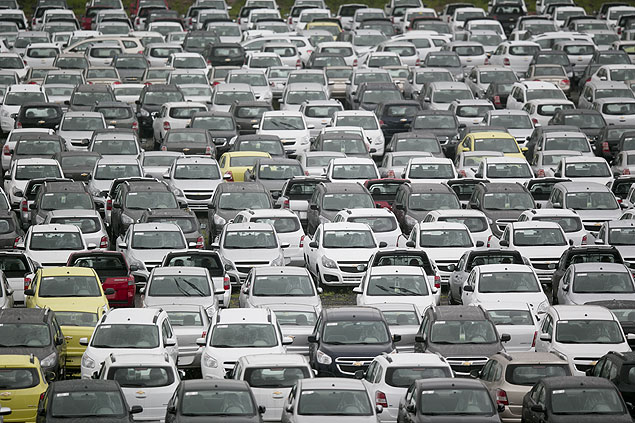 Patio da GM em São Bernardo do Campo (SP); perda de ritmo das vendas elevou estoques