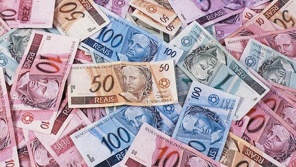 No acumulado do ano até novembro, o estoque de crédito subiu 9,1% ante 2013 e 11,8% em 12 meses