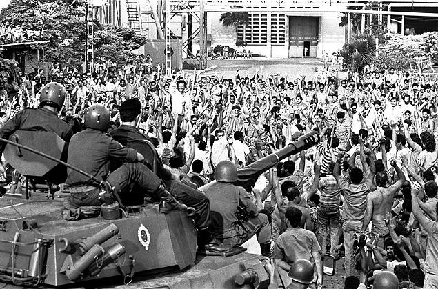 Militares na intervenção para combater a greve da CSN em 1988, em Volta Redonda (RJ)