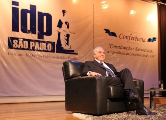 Temer durante palestra do Instituto de Direito Público em São Paulo