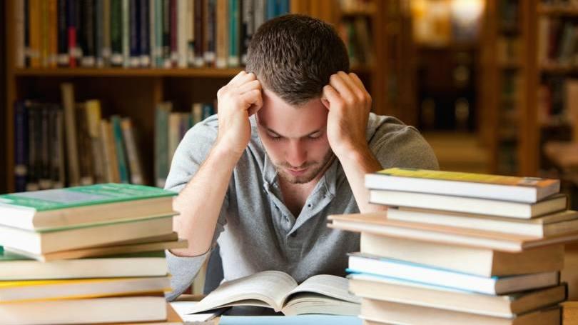 homem-estudando