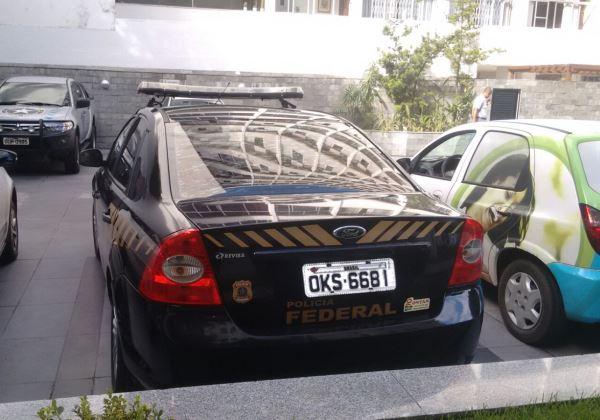 Carro-da-PF-no-Condomínio-de-João-Santana-Foto-leitor-bahia.ba_