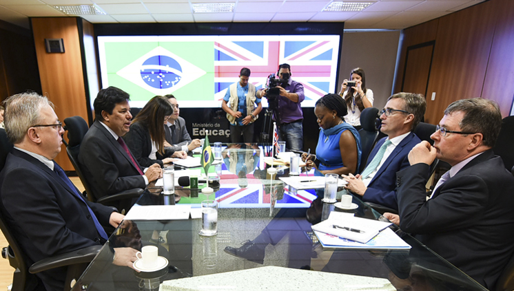 acordo_embaixador_ministro_mendonca