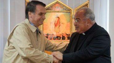 Depois de visitar Arquidiocese e PF, Bolsonaro recebe políticos em casa
