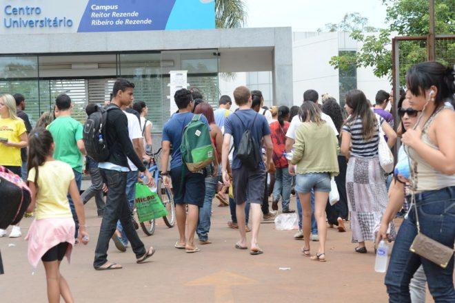 Com a confirmação de que o horário de verão começará no primeiro dia de  prova do Exame Nacional do Ensino Médio (Enem) 38e09f97cd9df