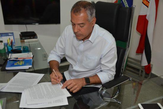 Prefeito Joaquim Neto assina termo de cooperação técnica para novo ...