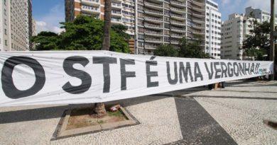"""Após decisão sobre Justiça Eleitoral, protestos chamam STF de """"vergonha"""""""