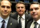 Pela segunda vez em menos de um mês, Bolsonaro condecora os filhos Eduardo e Flávio