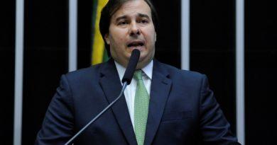 Maia afirma que ficou 'perplexo' com tratamento dado por Guedes a Joaquim Levy