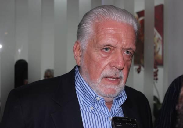 A bala só vai cair na mão de milicianos, diz Wagner em discurso contra Bolsonaro