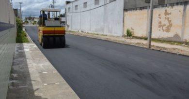 Prefeitura executa obras de pavimentação na Rua Santa Maria
