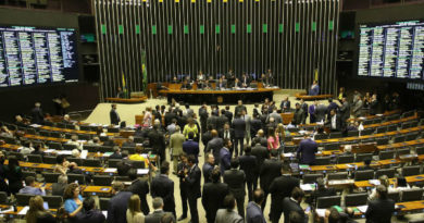 Deputados aprovam texto-base do pacote anticrime