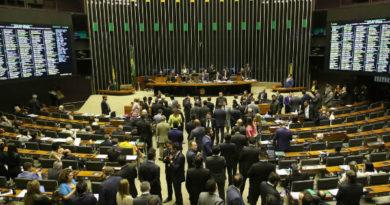 Deputados aprovam texto-base do pacote anticrime