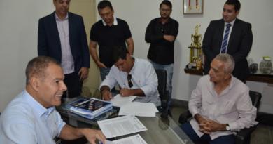 Prefeitura assina contratos da licitação do transporte coletivo