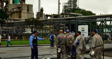 Petroleiros suspendem temporariamente movimento grevista