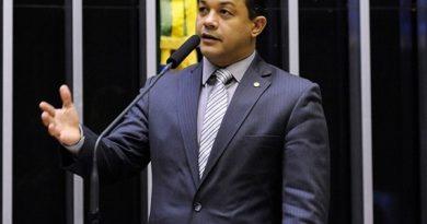 PF: deputado bolsonarista usou mãe e irmão como laranjas em reforma de aeroporto