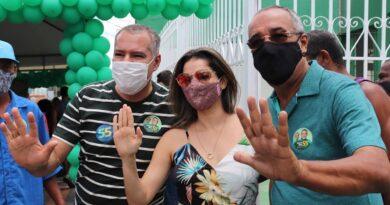 Joaquim Neto realiza adesivaço no 1º dia de campanha