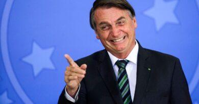 Bolsonaro se vangloria de número de vacinados e agora defende imunização 'para a economia funcionar'