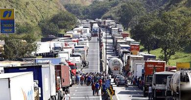 Chamado de greve dos caminhoneiros ganha apoio de confederação