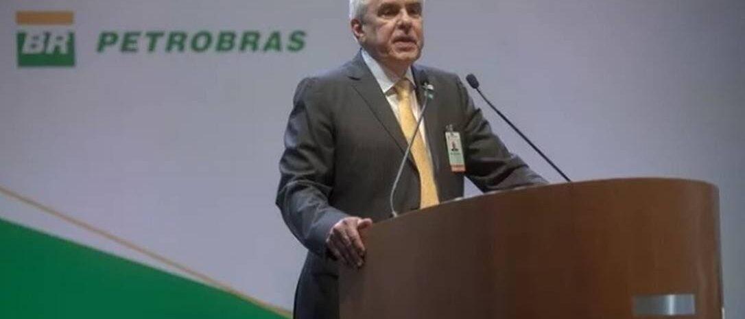 Bolsonaro critica home office de presidente da Petrobrás: 'Está há 11 meses em casa, sem trabalhar'